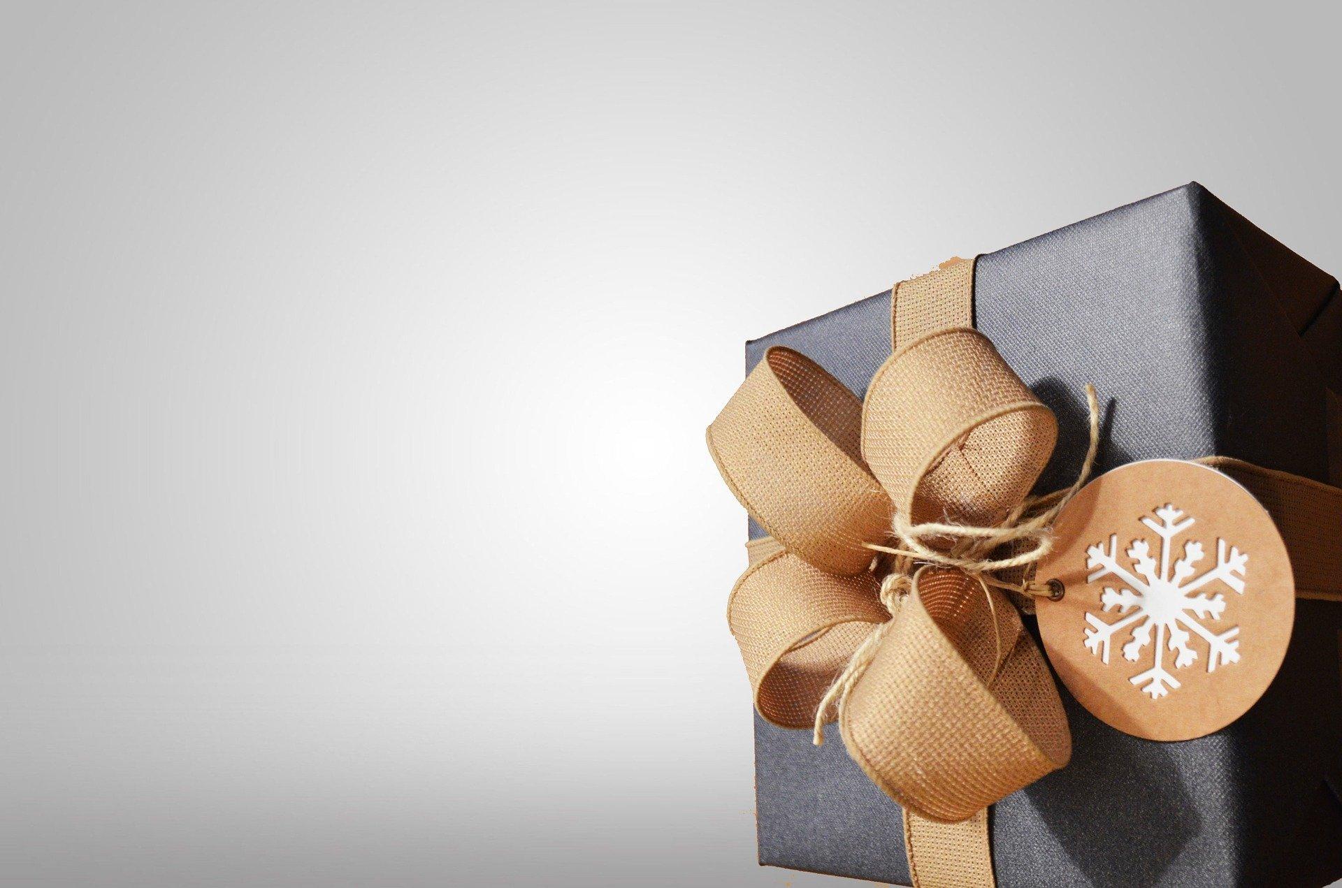 dárek s věnováním