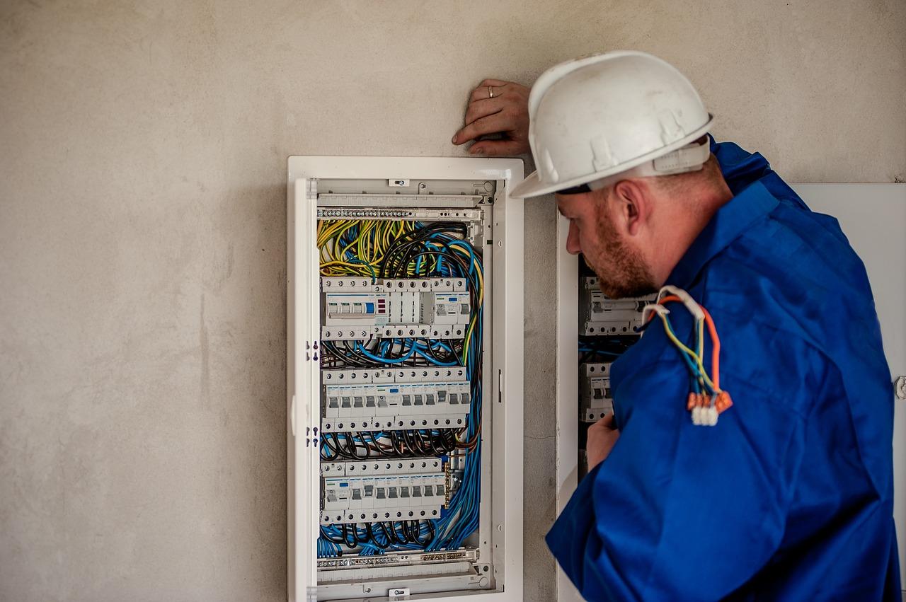 Jak se počítá u elektro revize cena
