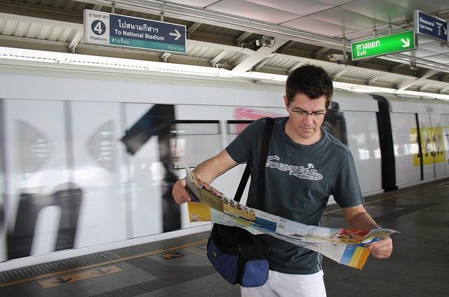 turista s mapou