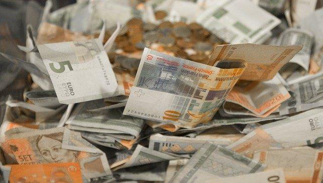 oranžovošedé peníze.jpg