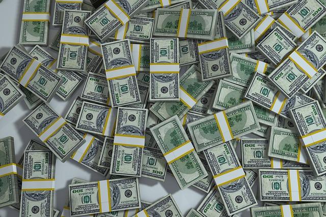 balíky peněz