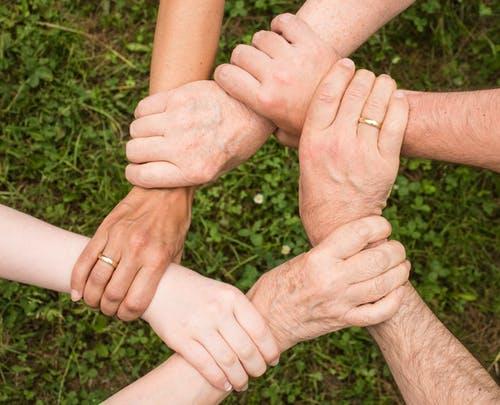 Dobré vztahy v rodině nejsou samozřejmostí - jak si poradit s rozepří a vztahy dát zase dohromady?